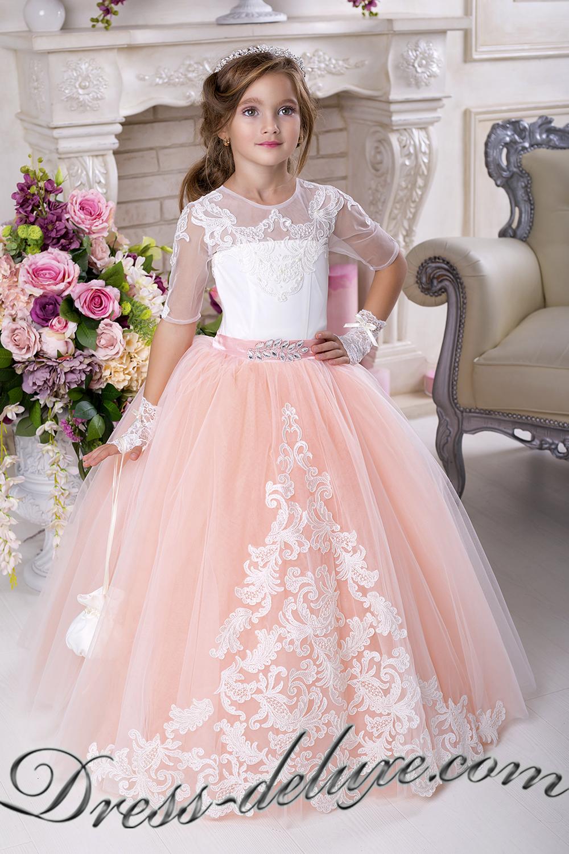 Нарядное платье персикового цвета
