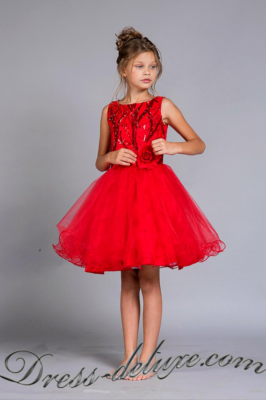 Платья цвет красный